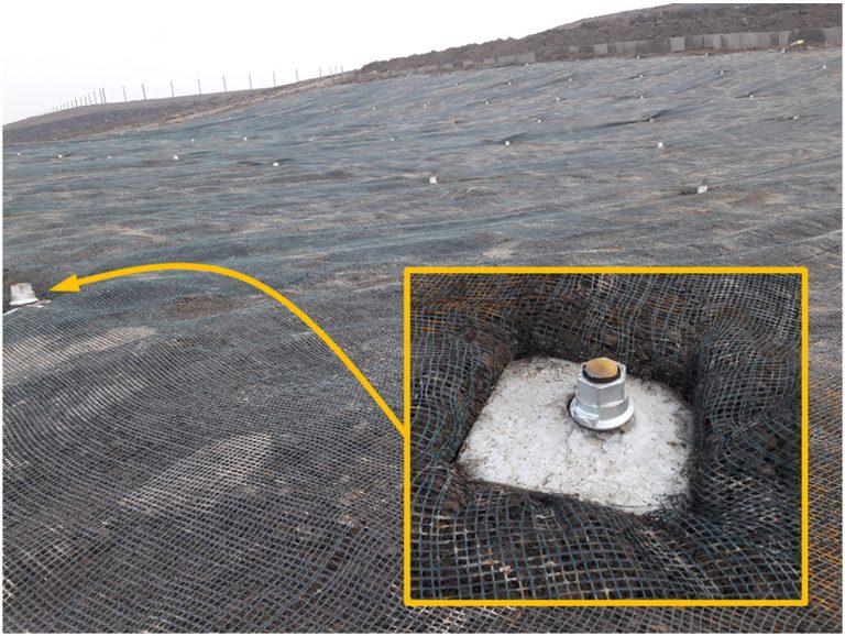 Instalacja wzmocnienia na hałdzie górniczej zboczu skarpie